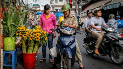 Buying flowers for Tet